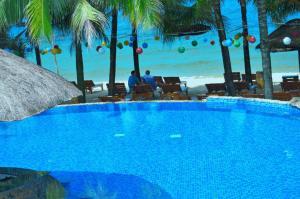Hồ bơi trong/gần Coral Bay Resort