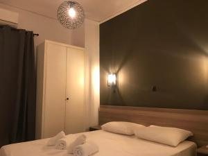 A bed or beds in a room at Renovated minimal apartment next to metro