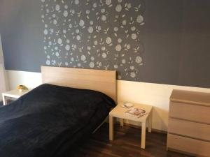 A bed or beds in a room at Velence Wellness Apartman