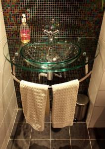 A bathroom at Borgs Villahotell och B&B