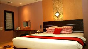 A bed or beds in a room at Citi M Hotel Gambir