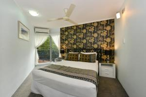 A bed or beds in a room at Marina Terrances U4