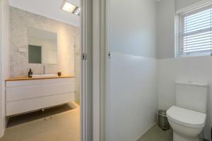A bathroom at 28 NILE