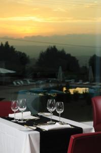 Um restaurante ou outro lugar para comer em INATEL Vila Ruiva