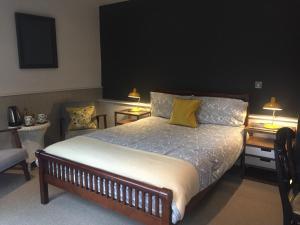 A bed or beds in a room at The Coach House B&B