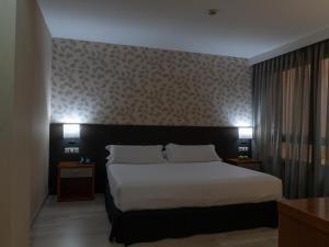 เตียงในห้องที่ Hotel Plaza Las Matas