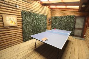 Ping-pong facilities at Silverpoint Accommodation or nearby