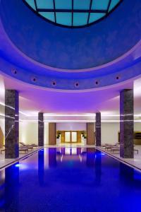 المسبح في فندق كمبينسكي العثمان الخبر أو بالجوار