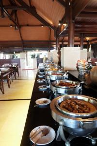 Een restaurant of ander eetgelegenheid bij Grand Balisani Suites