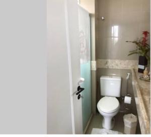 A bathroom at Apartamento Acolhedor