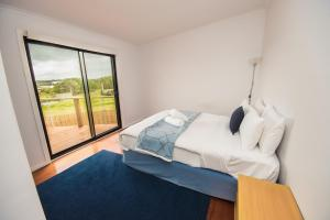 A bed or beds in a room at Ocean View Getaway
