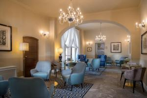 A seating area at Grand Hotel Villa Torretta, Curio Collection by Hilton