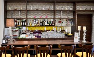 Zona de lounge sau bar la Hotel Capitolina City Chic