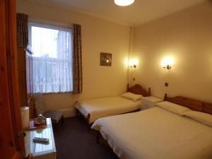 A bed or beds in a room at Everley Guest House