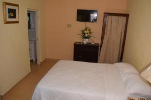 A bed or beds in a room at The One Apartments #Studio 2