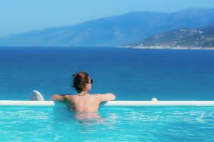 Πισίνα στο ή κοντά στο Cavos Bay Hotel & Studios