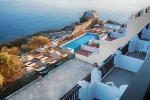 Θέα της πισίνας από το Cavos Bay Hotel & Studios  ή από εκεί κοντά