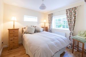 A bed or beds in a room at Prince Hill Cottages