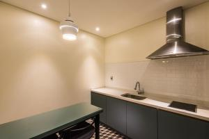 A kitchen or kitchenette at Le Stendal Hotel