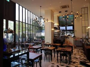 A restaurant or other place to eat at Le Stendal Hotel