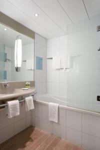 Ванная комната в Novotel Zürich Airport Messe