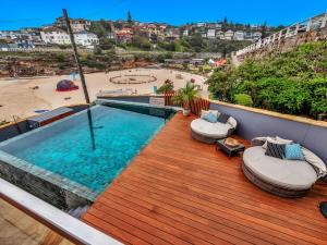 The swimming pool at or near Tamarama Apartments