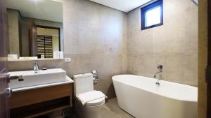 A bathroom at Altabriza Resort Boracay