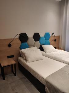 Łóżko lub łóżka w pokoju w obiekcie H33 Apartamenty