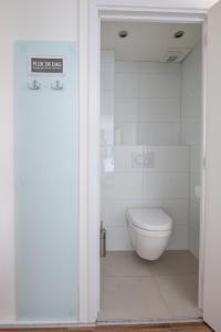 A bathroom at B&B Binisa