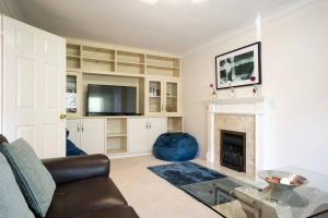 A seating area at Spacious House, Sleeps 7 people