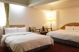 華光大飯店房間的床
