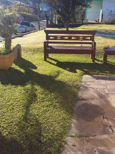 Um jardim em Pousada Casa Amarela