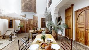 A restaurant or other place to eat at Riad R.K