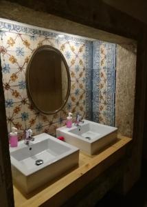 A bathroom at Goodnight Hostel