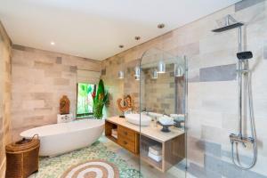A bathroom at Calma Ubud Suite & Villas