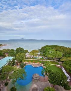 Вид на бассейн в Cosy Beach Hotel или окрестностях