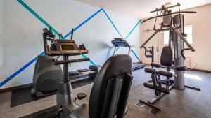 Das Fitnesscenter und/oder die Fitnesseinrichtungen in der Unterkunft Sure Stay Plus by Best Western Twentynine Palms Joshua Tree