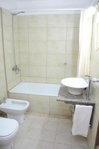 A bathroom at Hi Patagonia Hostel