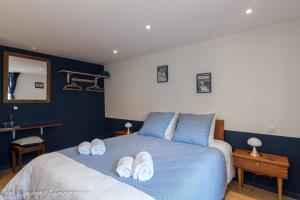 A bed or beds in a room at Le Moulin du Loison