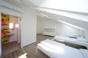 Кровать или кровати в номере Safestay Prague Charles Bridge