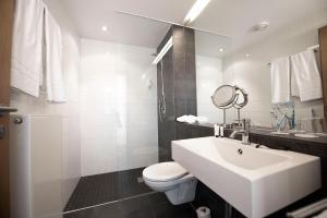 A bathroom at HEINHOTEL Vienna Airport