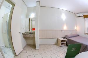 A bathroom at Hotel Expressinho