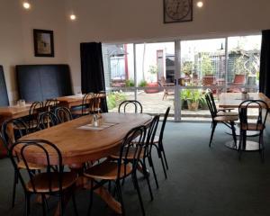 Een restaurant of ander eetgelegenheid bij Hampden Hotel