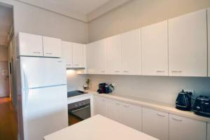 A kitchen or kitchenette at Beach Pad: Bondi Beach