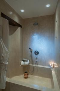 A bathroom at Serenissima Boutique Hotel