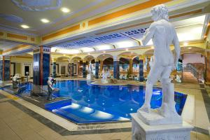Bazén v ubytování Hotel Aphrodite nebo v jeho okolí