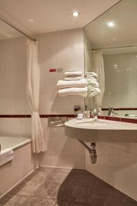 A bathroom at Future Inn Plymouth