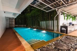 Swimmingpoolen hos eller tæt på Your Space Hotel Prasingh