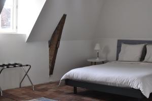 A bed or beds in a room at B&B Le Relais des Saints Pères