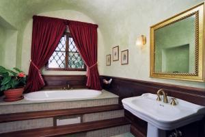 Koupelna v ubytování Zámek Jemniště